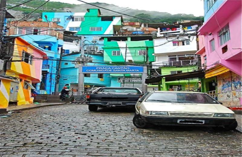 Favela Dona Marta Tour