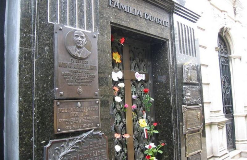 Buenos Aires Y Sus Dos Personajes (Evita Y Borges)