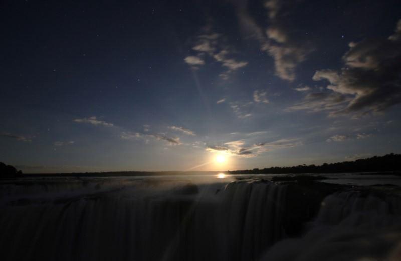 Cataratas Del Iguazu Con Luna Llena