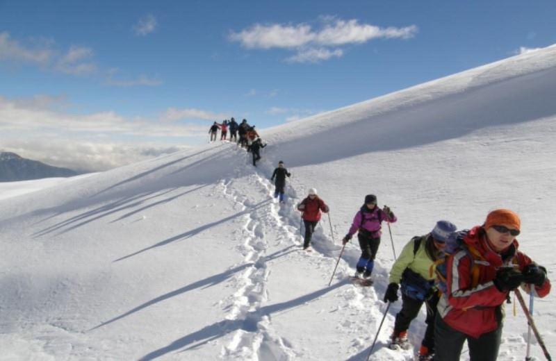 Trekking Con Raquetas De Nieve Y Escalada En Hielo