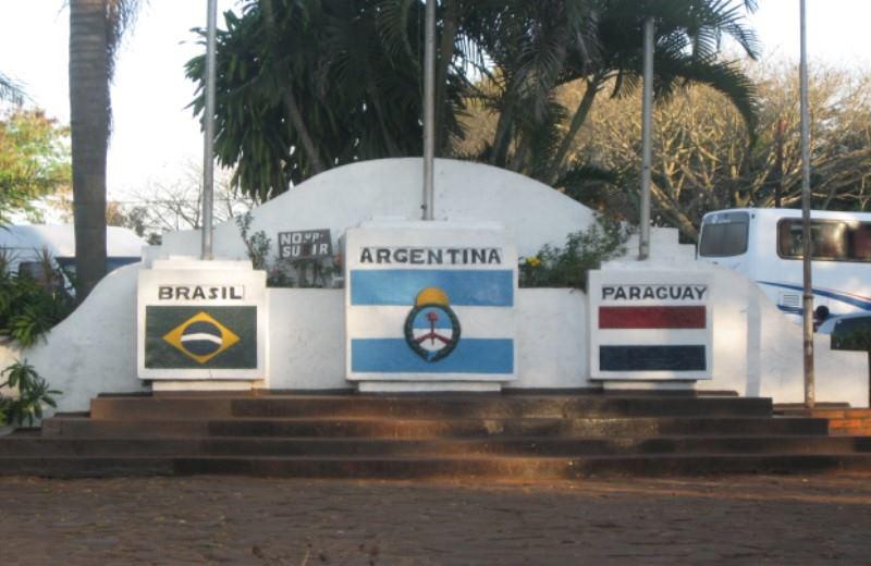 ANTHROPOLOGICAL CITY TOUR (Pto. Iaguzú + Triple Frontier + Aripuca