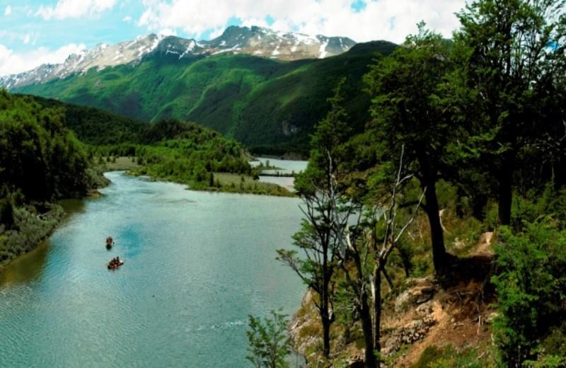 PRIVATE EXCURSION NATIONAL PARK WITH TREKKING AND CANOES