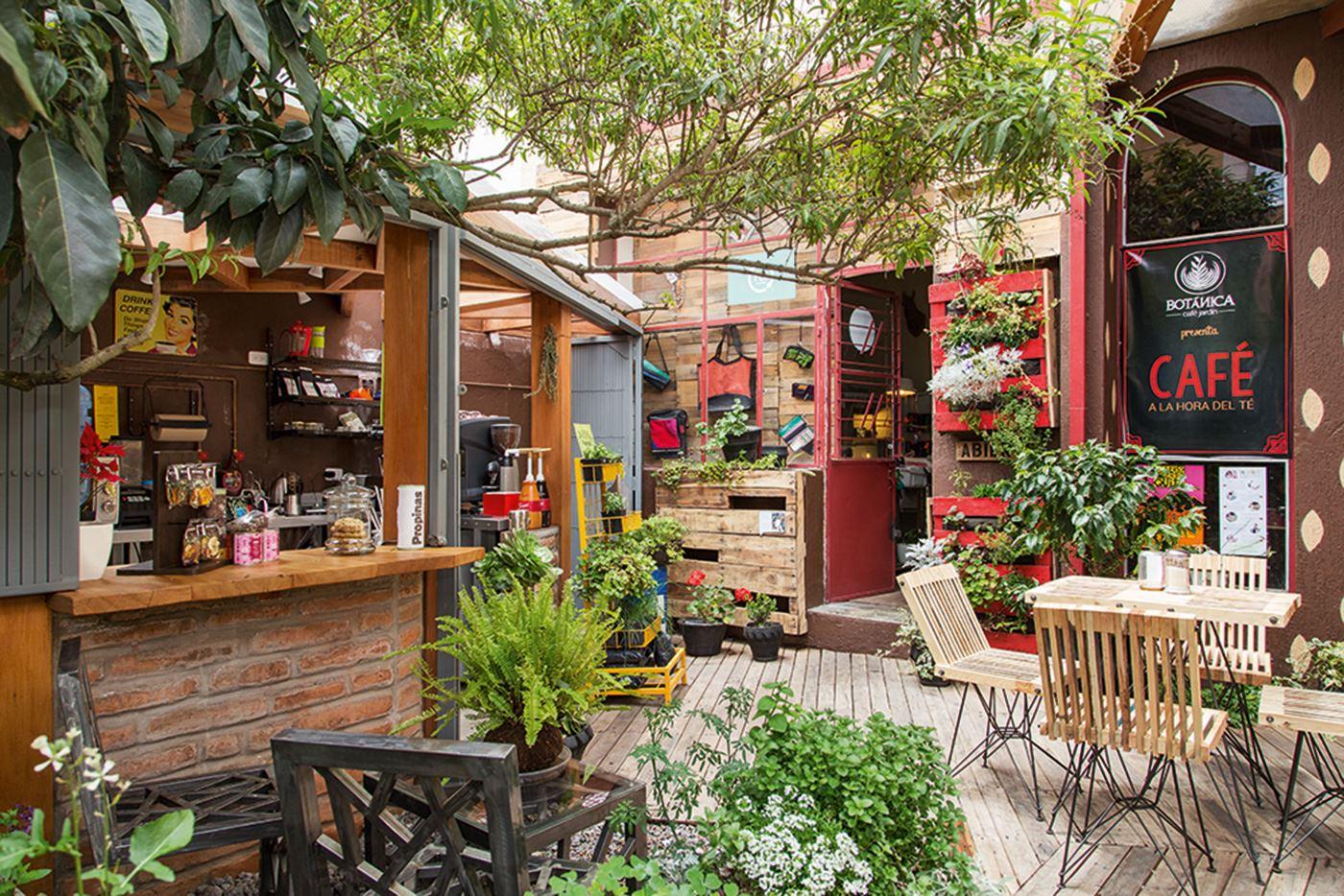 Quito Gastronomic and Urban Art tour