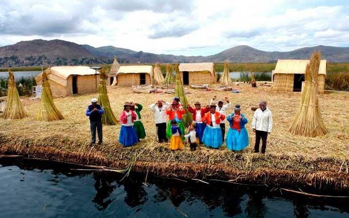 Islas Flotantes De Los Uros Y Taquile