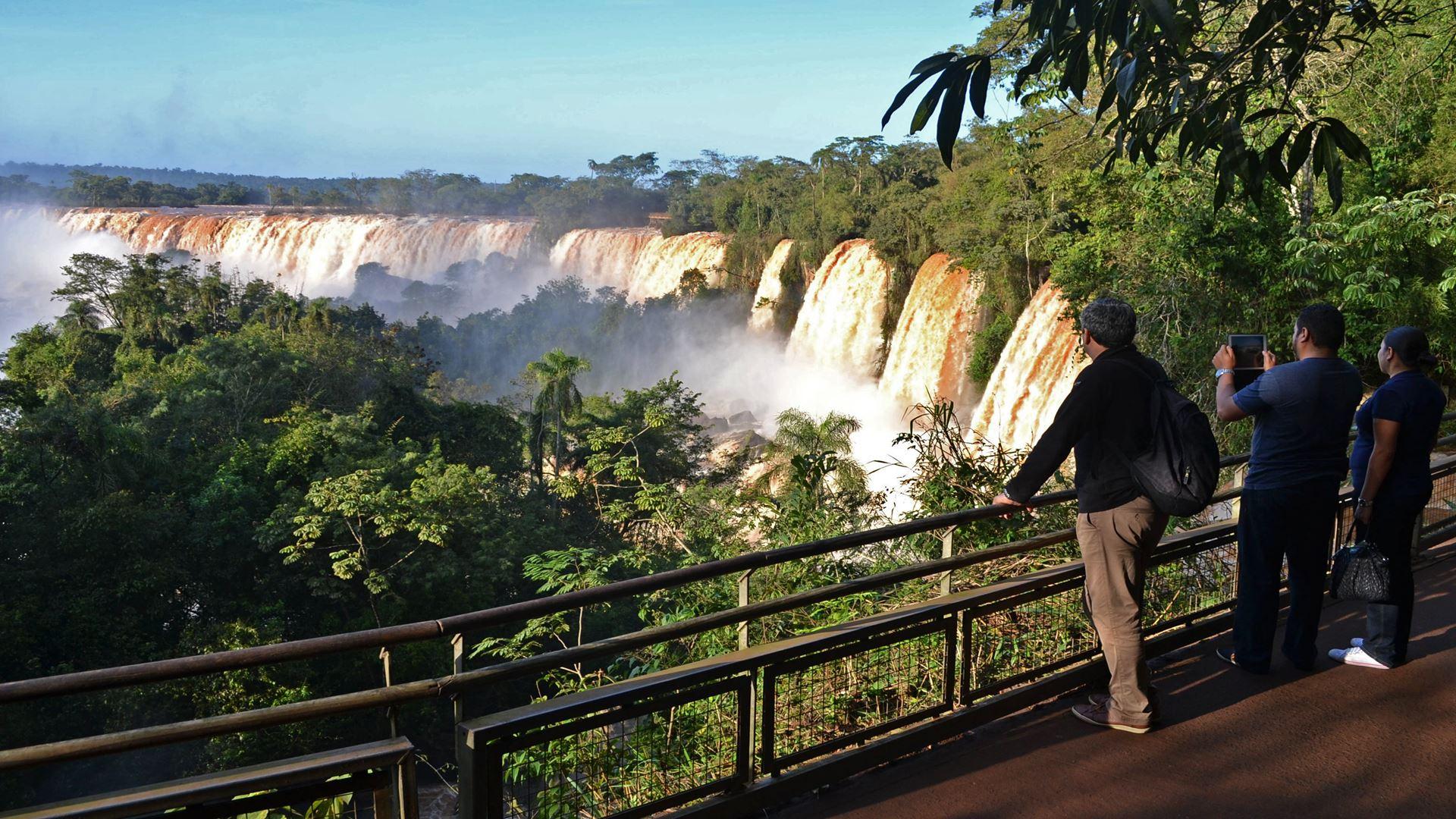Promo: Argentinische Iguazú-Wasserfälle + Brasilianische Iguazú-Wasserfälle. Der Hin- und Rücktransfer zum Flughafen ist kostenlos!