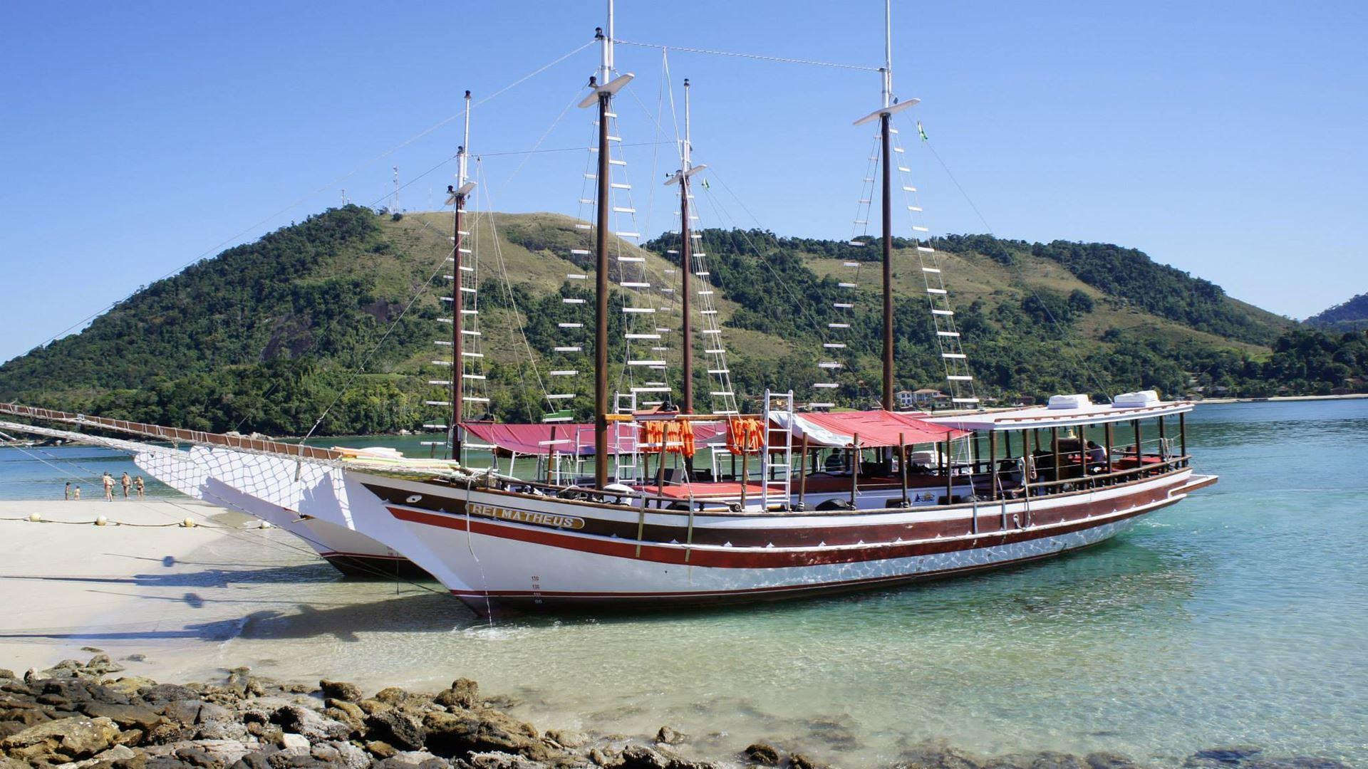 Boat Tour To Angra Dos Reis Beaches