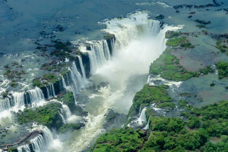 Iguazu, The Roar Of Waterfalls